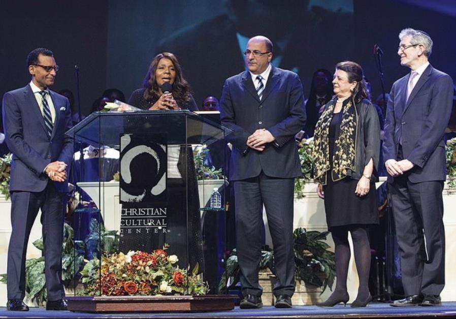 Gloria Gaynor receives Israeli Consulate award in New York