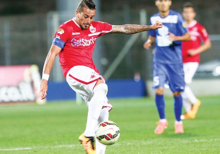 Hapoel Beersheba midfielder Maor Buzaglo attempts a shot