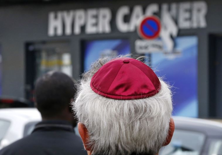 People pay tribute to the victims of a hostage taking outside the Hyper Cacher kosher marketr