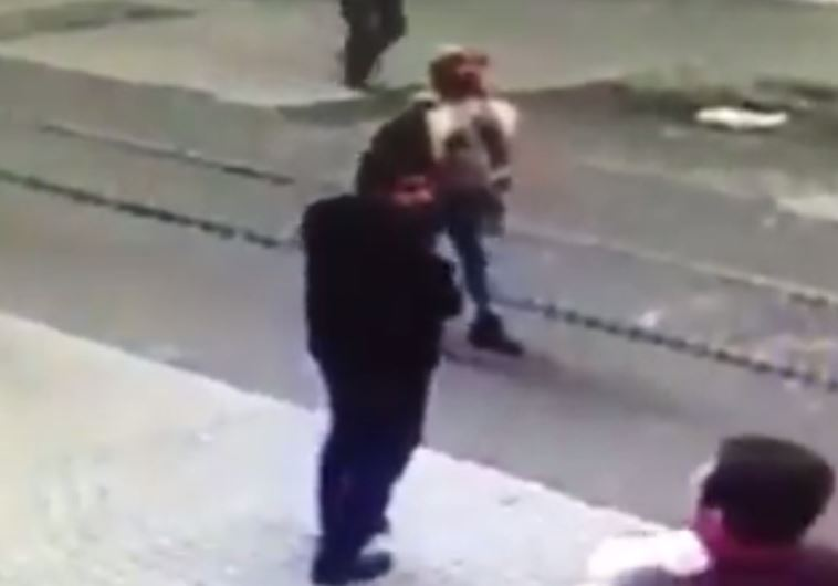 Suicide bomber in Istanbul seconds before he detonates explosives