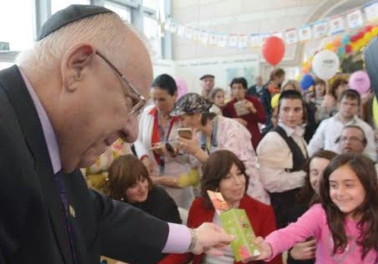 PRESIDENT REUVEN RIVLIN distributes Purim gifts to patients at Hadassah-University Medical Center in