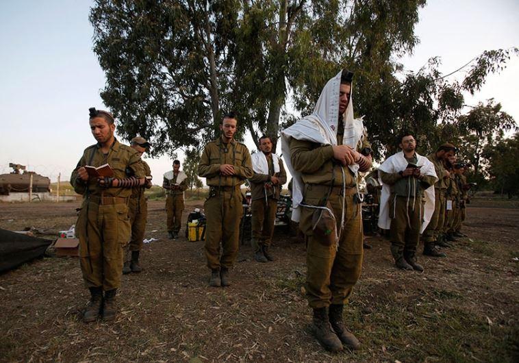 idf soldiers pray