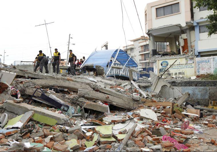 7.8 magnitude earthquake strikes Ecuador