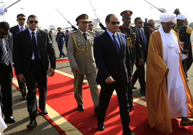 Sudan's President Bashir welcomes Egypt's President Sisi in Khartoum
