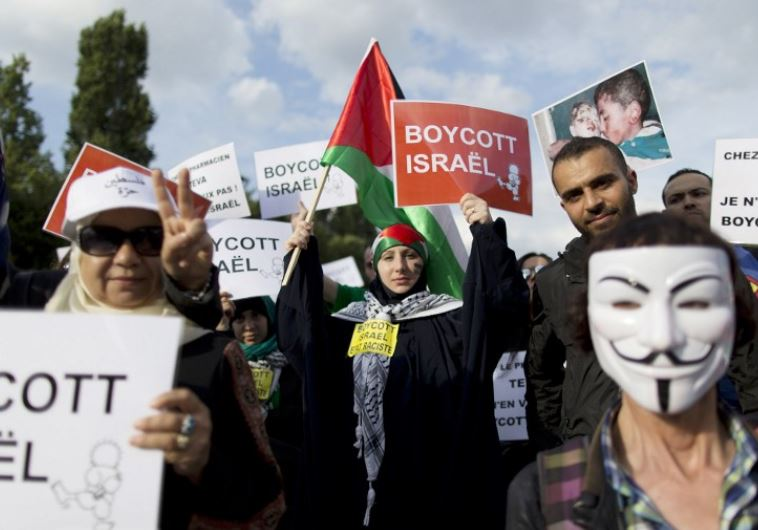 People protest at the Place de la Rotonde square in Paris against IDF operations in Gaza