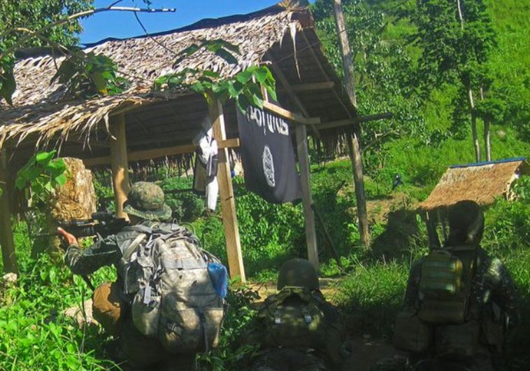 the Philippine army hunts ISIS fighters