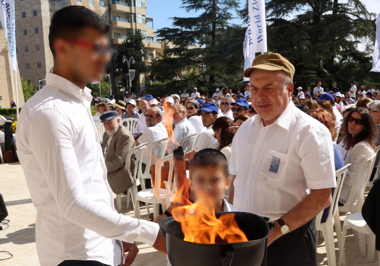 Jewish Agency Chairman Natan Sharansky kindles a memorial flame