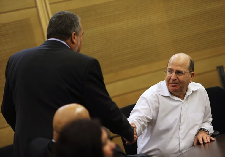 Moshe Ya'alon (R) shakes hands with Avigdor Liberman at the Knesset in Jerusalem