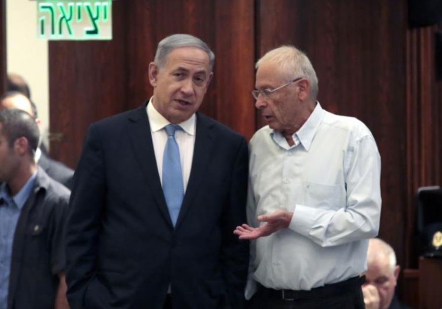 Prime Minister Benjamin Netanyahu (L) and Bennie Begin confer in the Knesset