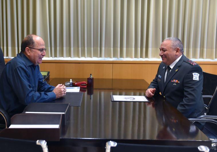 Former Defense Minister Moshe Ya'alon (L) in farewell meeting with IDF Chief-of-Staff Gadi Eizenkot