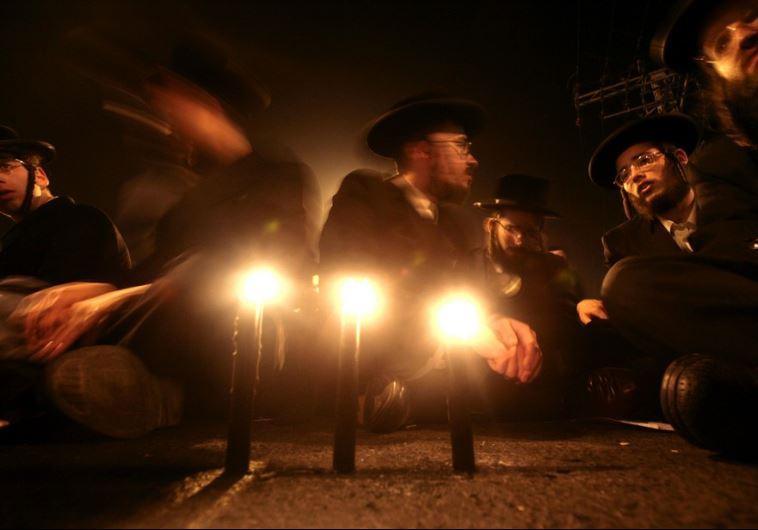 Ultra-Orthodox Jews light candles in Jerusalem
