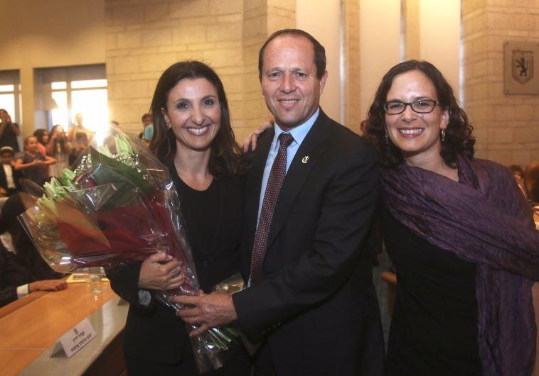 Fleur Hassan-Nahoum (right) with Jerusalem Mayor Nir Barkat and her mentor, Kulanu MK Rachel Azaria