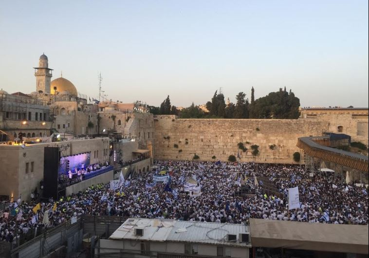 30,000 flock to Old City for Jerusalem Day