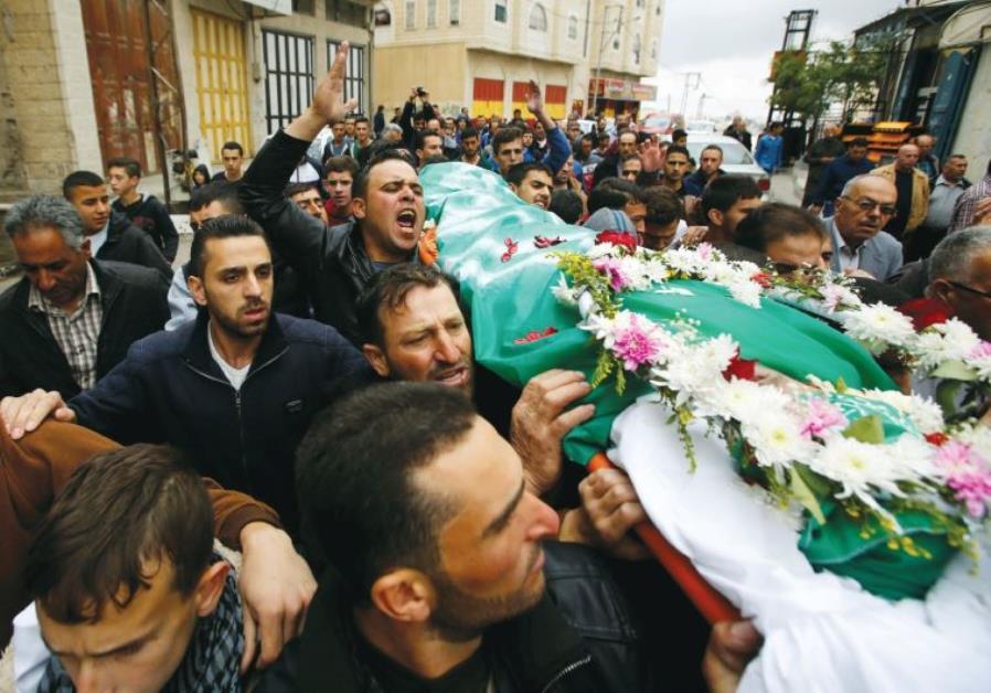 Palestinians mourn