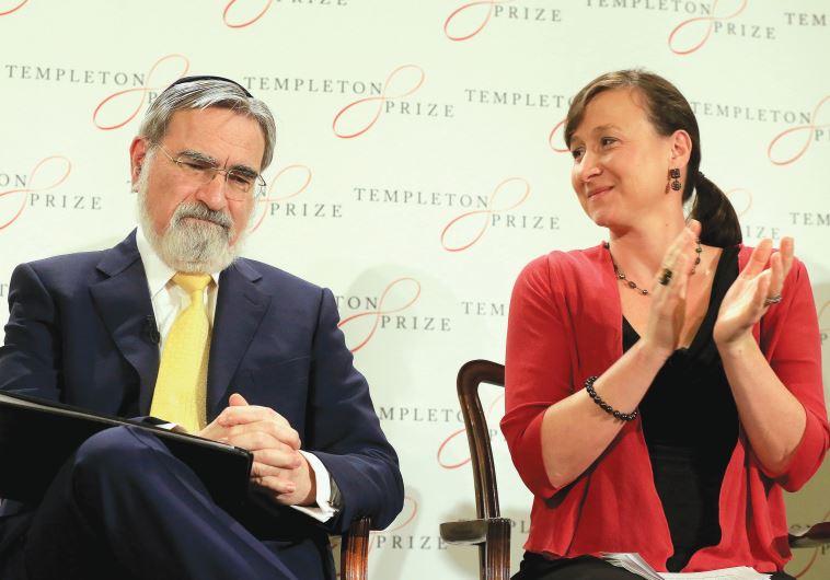 BRITAIN'S FORMER chief rabbi Jonathan Sacks (left) receives applause from Jennifer Templeton Simpson