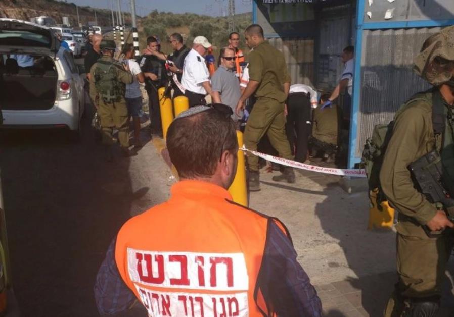 Breaking: Palestinian woman attempts to stab soldiers near Ariel