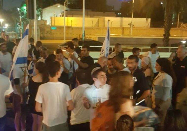 Demonstrators gather in solidarity with IDF soldier Elor Azaria in Tel Aviv.