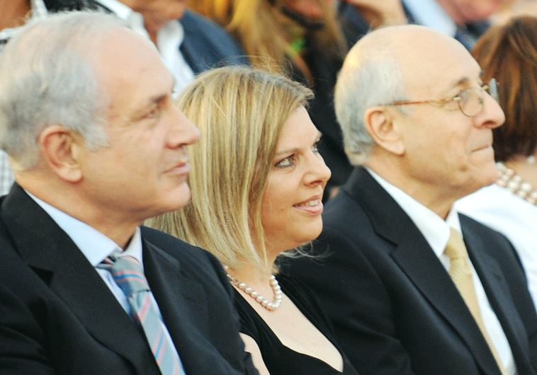Attorney Yitzhak Molcho (right) sits with Prime Minister Benjamin Netanyahu and his wife Sara (MOSHE MILNER / GPO)
