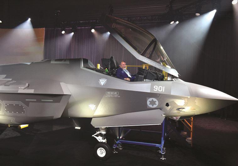 Le ministre de la Défense aux commandes du F-35
