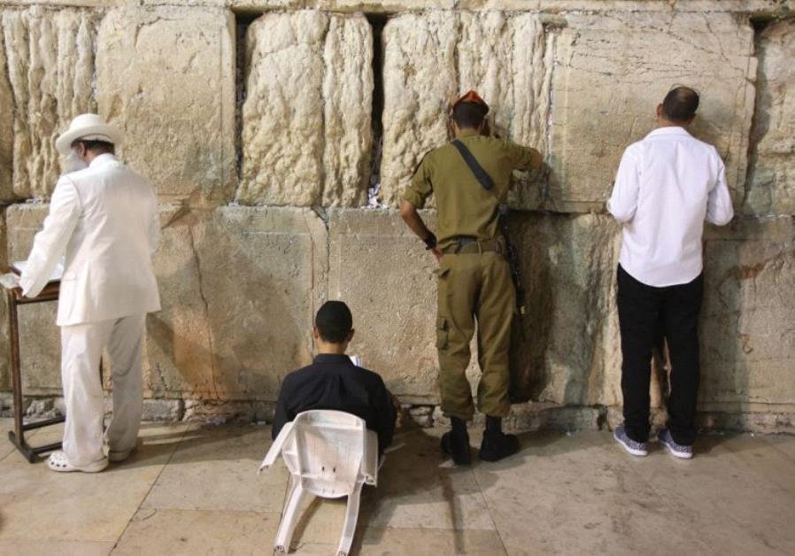 JEWS MOURN the destruction of the First and Second Temples at the Western Wall last night