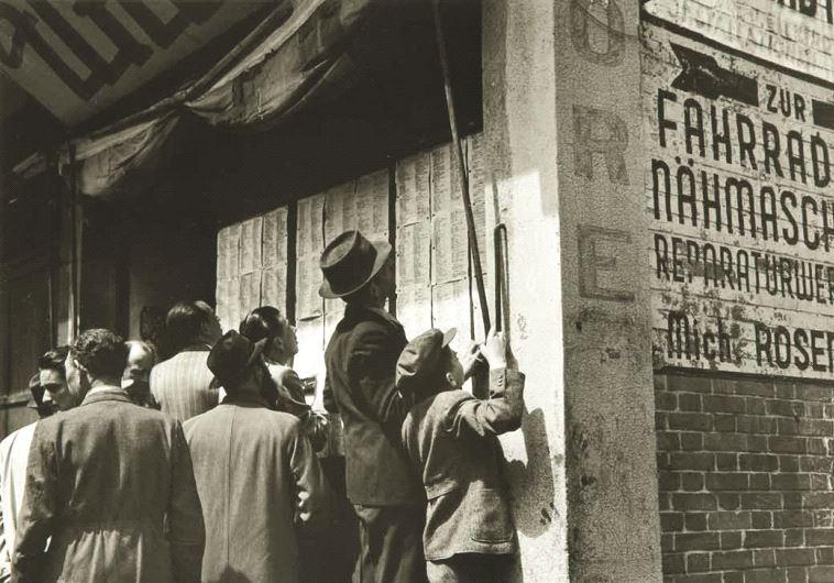 Avril 1946 : les réfugiés de Hongkou recherchent leurs proches dans des listes de survivants des cam