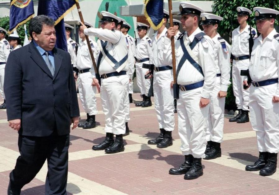 Former defense minister Binyamin Ben-Eliezer visits a Navy base.