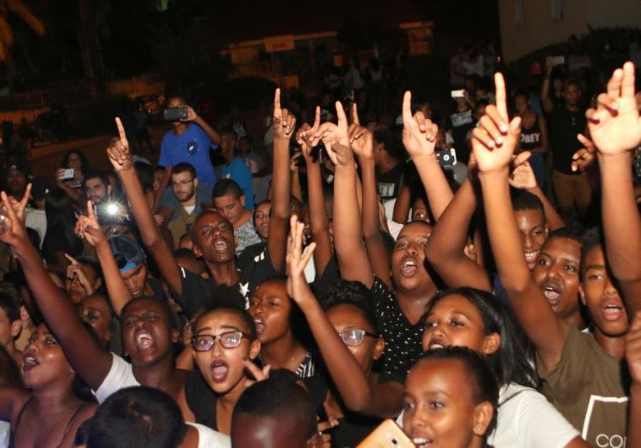 Youths enjoy a concert by hiphop trio KGC, hosted by Fidel