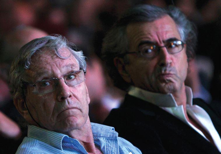 ISRAELI NOVELIST Amos Oz sits next to French philosopher Bernard Henri Levy