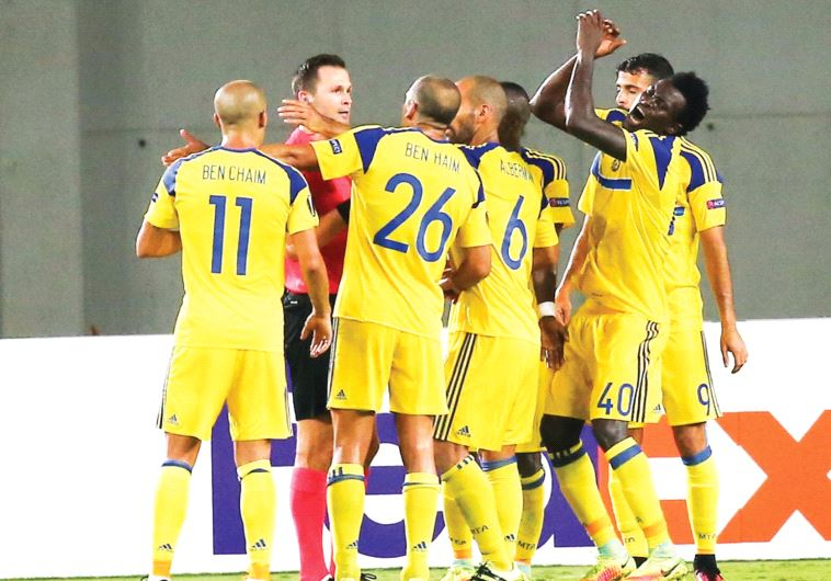 Maccabi Tel Av iv players were outraged with referee Ivan Kruzliak of Slovakia following last Thursd