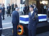 Prime Minister Benjamin Netanyahu lays a wreath at former President Shimon Peres's coffin outside th