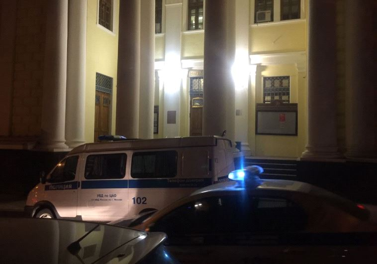 Police outside Moscow synagogue, following attack