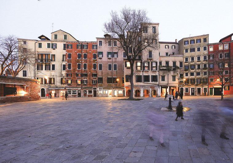 Pour maximiser l'espace, les édifices ont été conçus avec des plafonds bas et de multiples étages