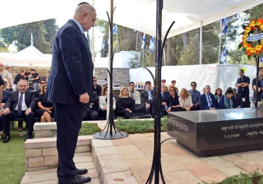 Prime Minister Benjamin Netanyahu at Former Presudent Shimon Peres's grave