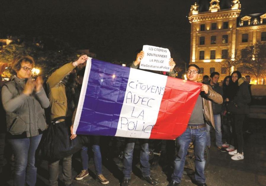 Des citoyens qui soutiennent la police