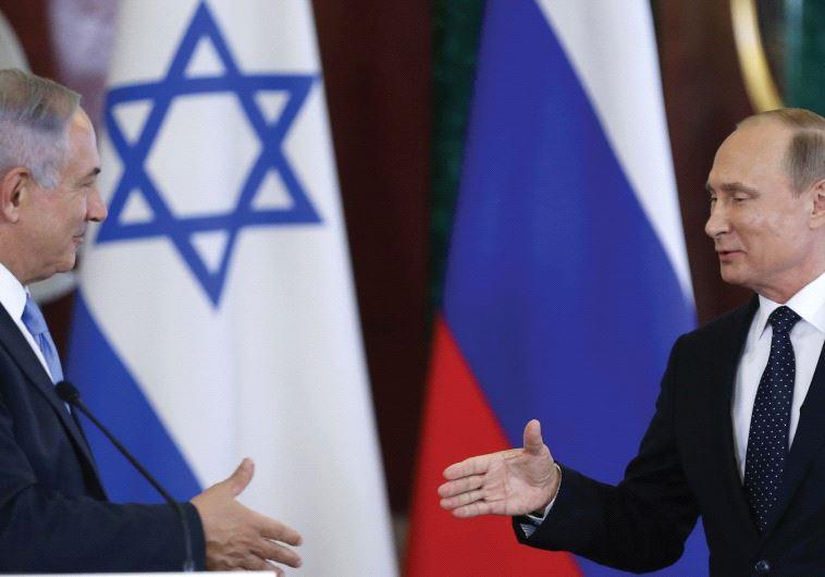 RUSSIAN PRESIDENT Vladimir Putin shakes hands with Prime Minister Benjamin Netanyahu during a news c