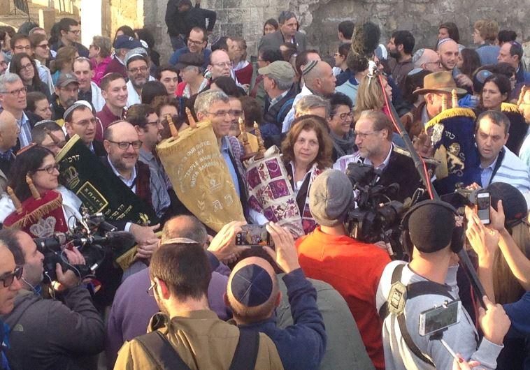 Progressive Jewish leaders begin procession with Torah scrolls to Western Wall entrance