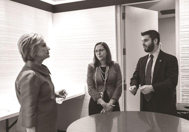Laura Rosenberger, conseillère principale  en politique étrangère Laura Rosenberger et le rédacteur