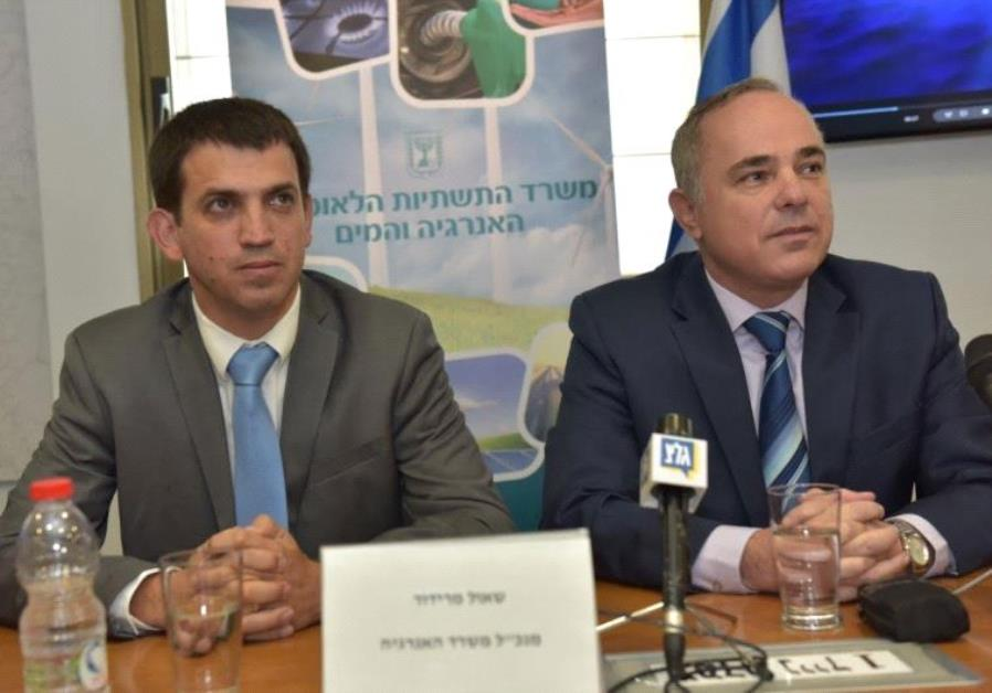 National Infrastructure, Energy and Water Ministry director-general Shaul Meridor (left) and Ministe