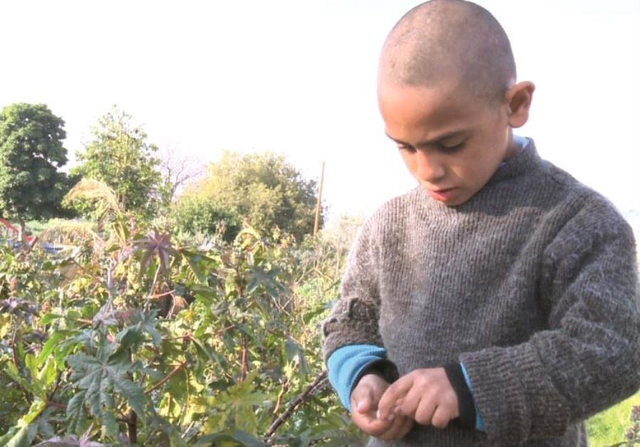 Extrait du film qui montre des enfants exploités par des Palestiniens