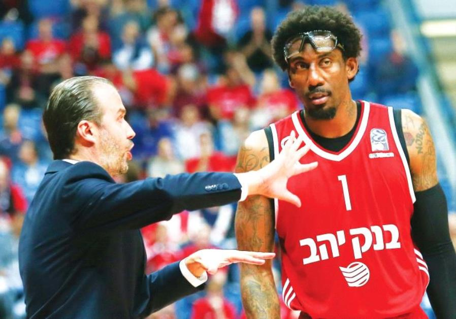 Hapoel Jerusalem coach Simone Pianigiani (left) and center Amar'e Stoudemire,