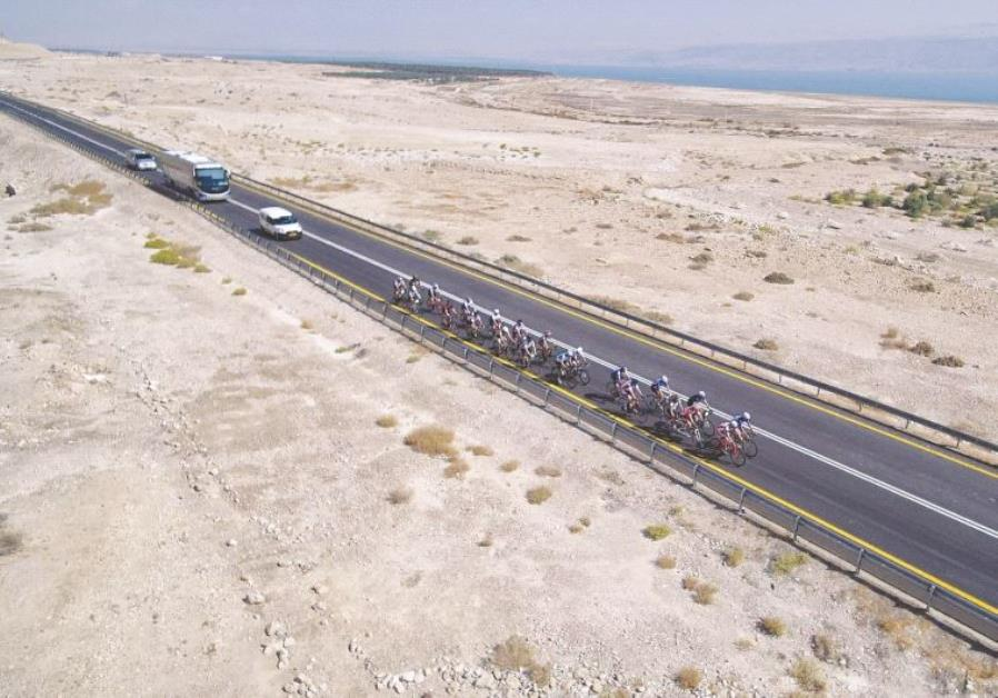 Sur la route de la randonnée cycliste caritative
