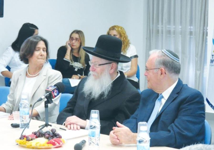 HEALTH MINISTER Ya'acov Litzman is flanked by Prof. Jonathan Halevy and Dr. Osnat Luxenburg at a mee