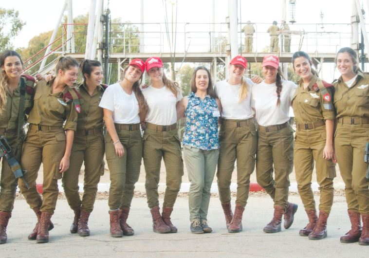 RONIT BURDETTE (center), the IDF's first female parachuting instructor, poses recently with a class