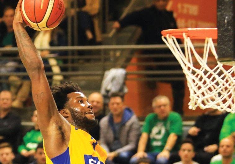 Maccabi Tel Aviv guard Victor Rudd scored a team-high 21 points in last night's 83-81 win over Macca