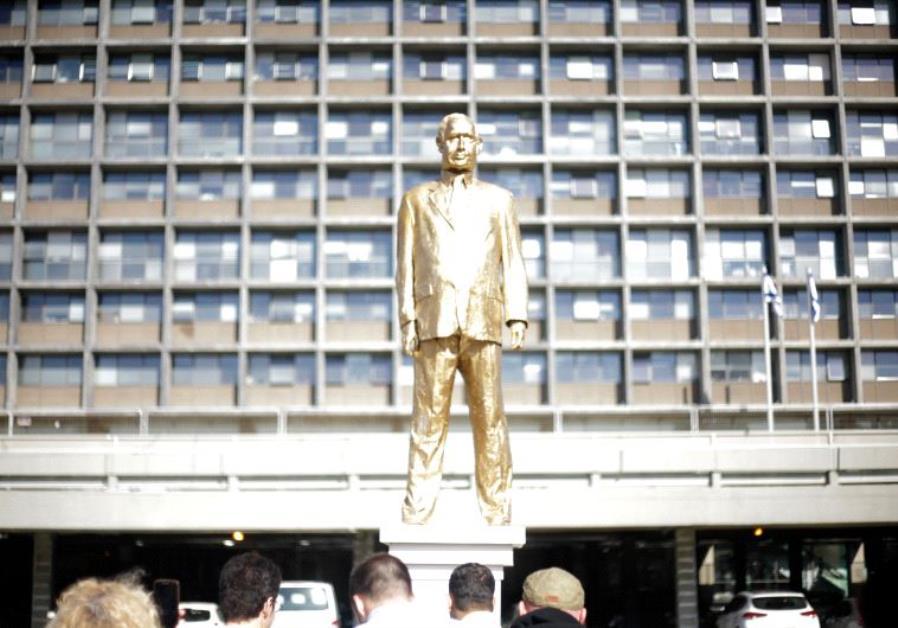 Netanyahu statue