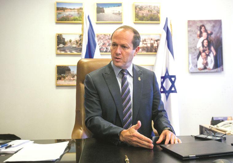 Le maire de Jérusalem dans son bureau
