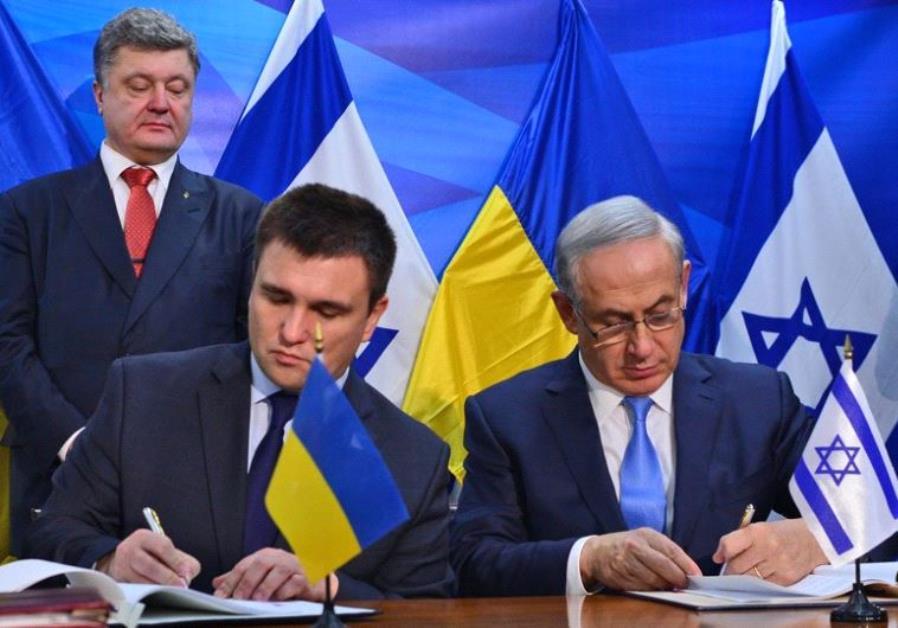 Prime Minister Benjmain Netanyahu and Ukrainian Foreign Minister Pavlo Klimkin sign agreeements as U