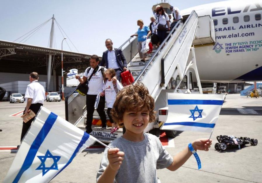 New Olim arriving to Israel.