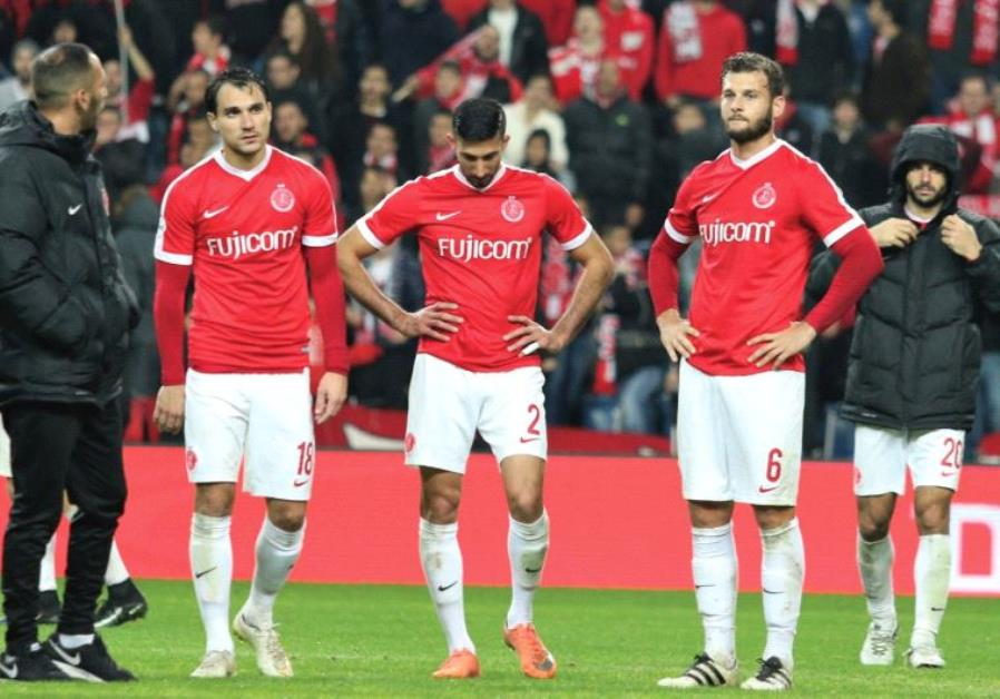Hapoel Tel Aviv players Samuel Scheimann (left), Ofer Verta (center) and Adi Gotlieb (right) and the