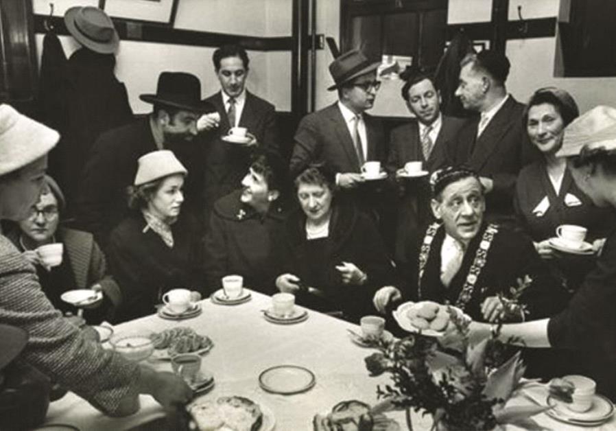 Soirée communautaire en compagnie de Robert Briscoe, le premier lord-maire juif de Dublin, 1957